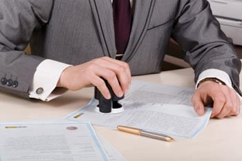Новый закон обязывает оформлять через нотариуса все сделки с долями недвижимости
